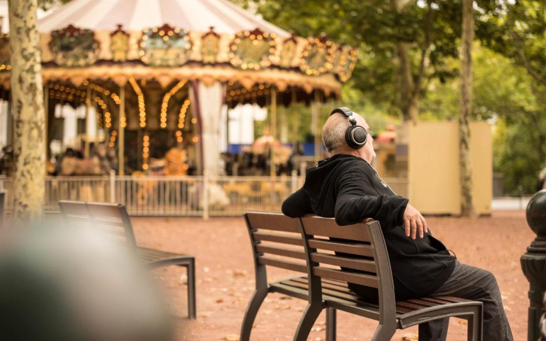 La stimulation de l' écoute pour les seniors